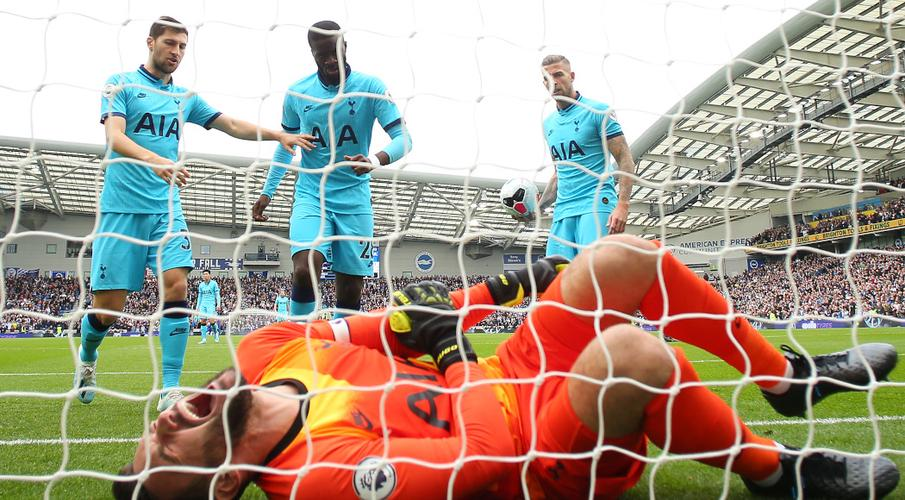 Spurs keeper Lloris in hospital after injuring arm