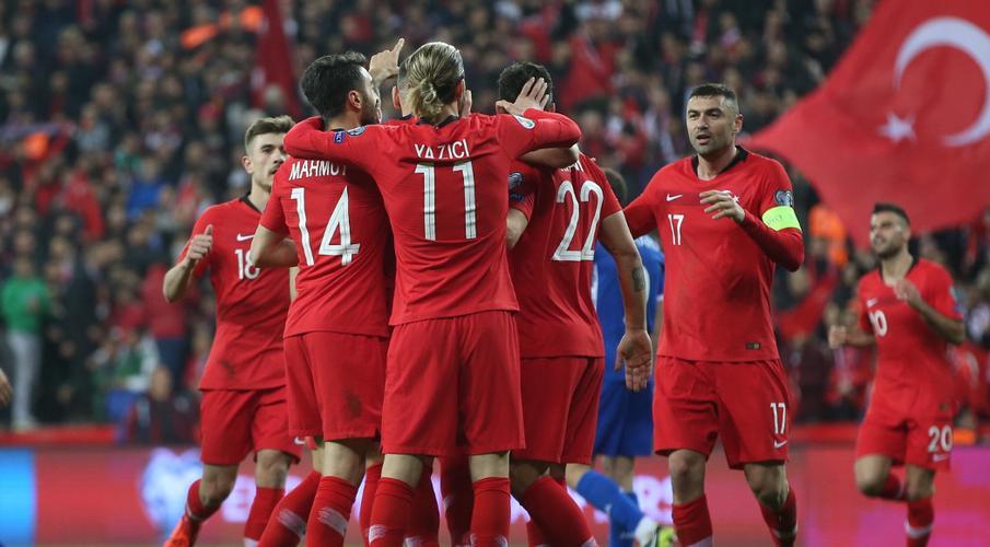 Uefa will 'examine' Turkey footballers' military salute
