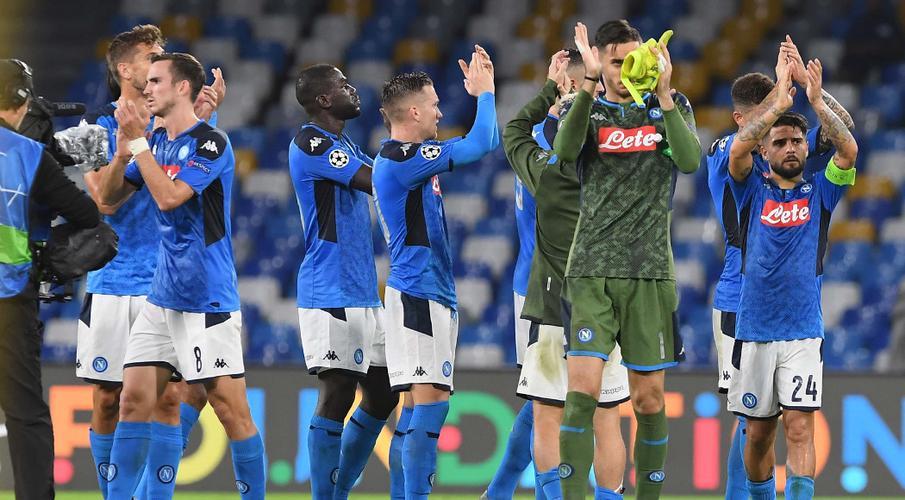 """Napoli cảnh báo sẽ """"bảo vệ quyền lợi"""" sau khi các cầu thủ rút lui"""