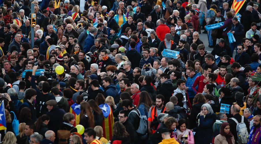 Protests erupt near Barcelona stadium before El Clasico