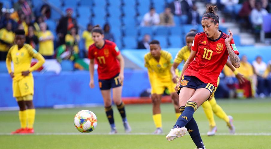 Hermoso penalties help Spain avoid South Africa upset