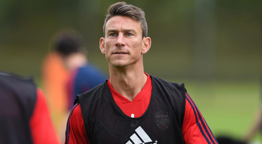 Arsenal's Emery waits for decision on Koscielny's future