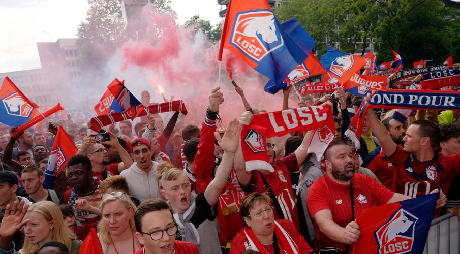 Dutch police arrest 100 Lille fans ahead of Ajax game