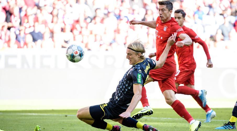Lewandowski double as Bayern crush Cologne to go top