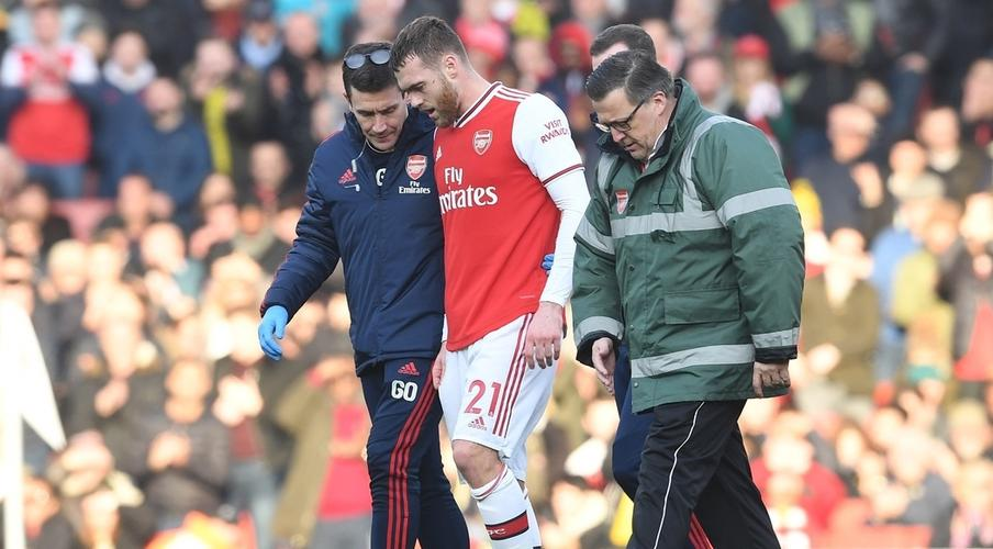 Arsenal's Chambers out for six to nine months after knee surgery