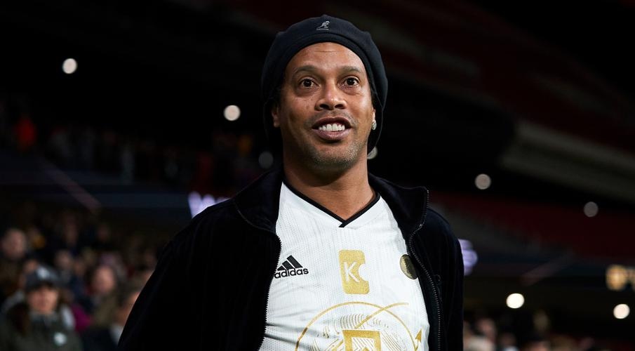 Ronaldinho ordered to remain in Paraguayan jail