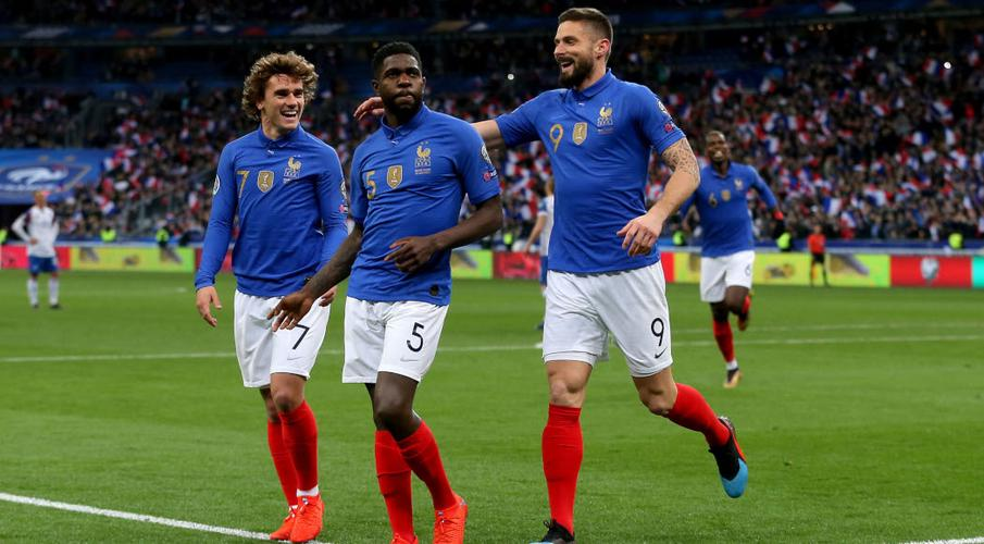 France players cheer for healthcare workers