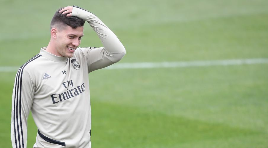 Despite pause in games, Real Madrid's Jovic injures foot