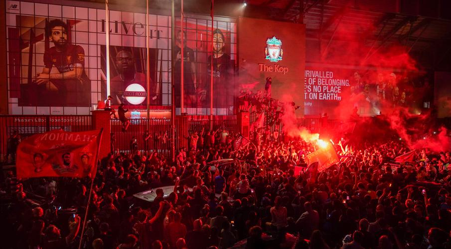 Police rebuke Liverpool fans after Premier League street party