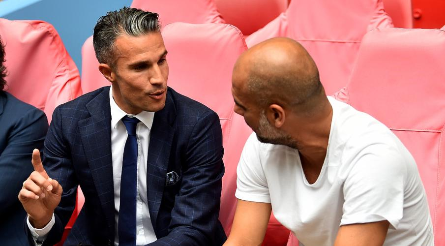 Van Persie joins Feyenoord to see if he takes to coaching