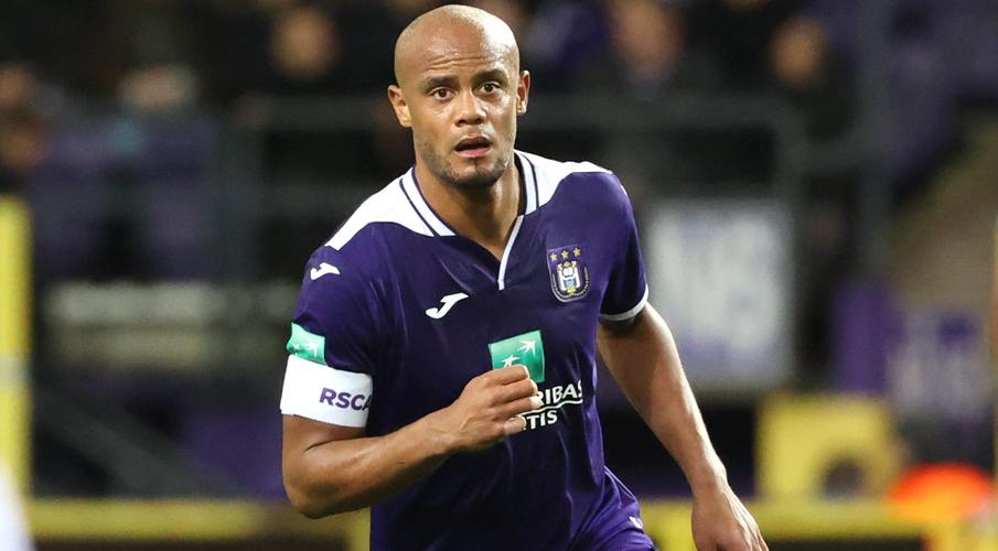 Kompany hangs up boots to become Anderlecht manager
