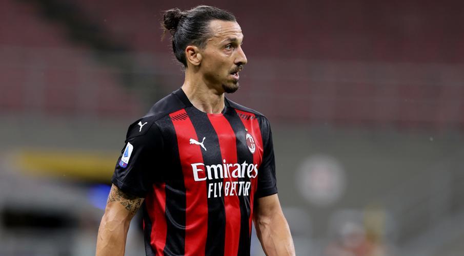 Ibrahimovic agrees to play another season at AC Milan