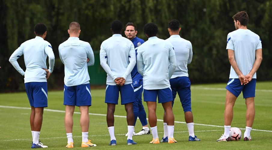 Lampard embraces pressure of Chelsea's spending spree