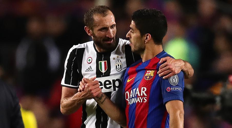 Trở lại trường học cho Suarez trong nỗ lực chuyển nhượng Juventus Suarez-Chiellini-200906-Speaking-G1050