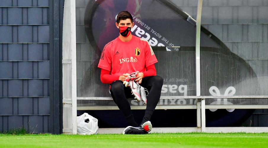 Courtois bỏ lỡ các trận đấu tại Nations League của Bỉ Thibaut-Courtois-sits-200903G1050