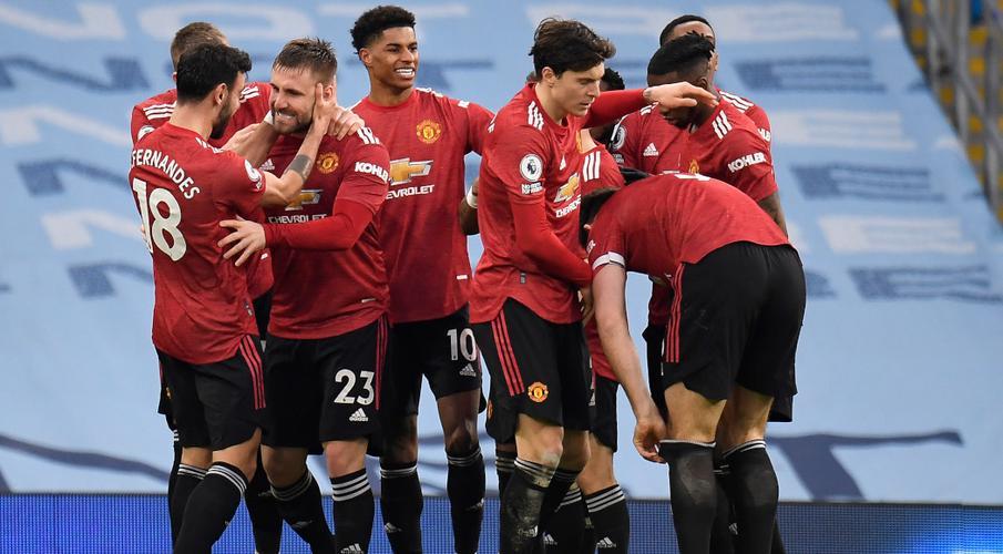 Battle for Premier League top four heats up