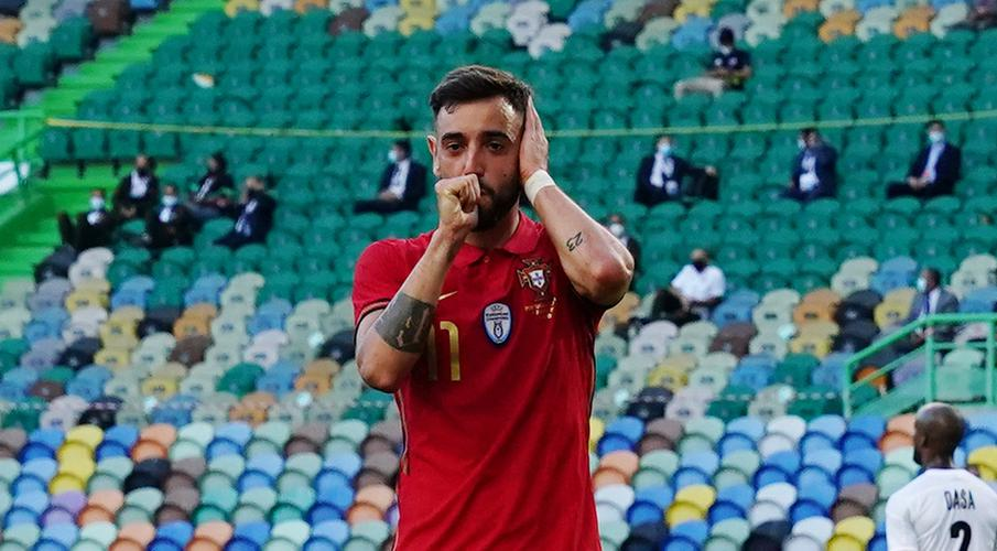 Fernandes double fires Portugal to victory