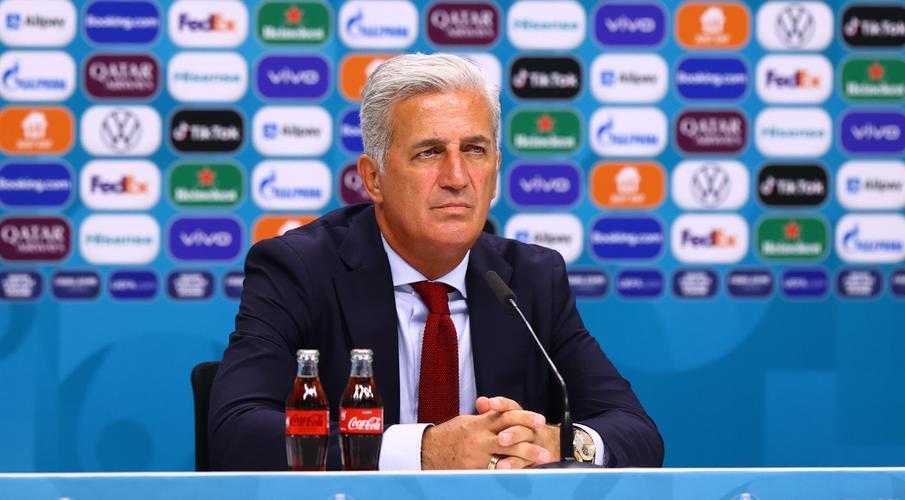 Huấn luyện viên người Thụy Sĩ tự tin về vị trí 16 cuối cùng bất chấp chuyến đi khó khăn