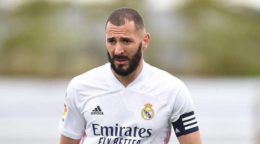 Tiền đạo Benzema của Real Madrid xét nghiệm dương tính với Covid-19