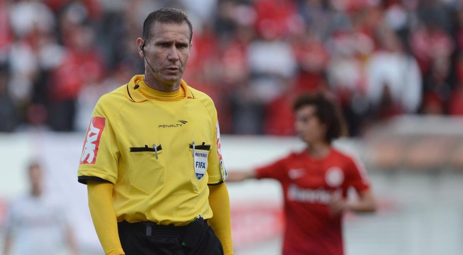 CONMEBOL đề xuất thời gian chờ VAR và xem lại đội