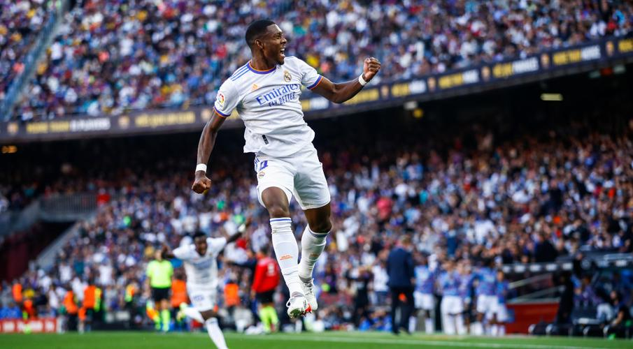 Real Madrid beat struggling Barcelona but Real Sociedad stay top - SuperSport